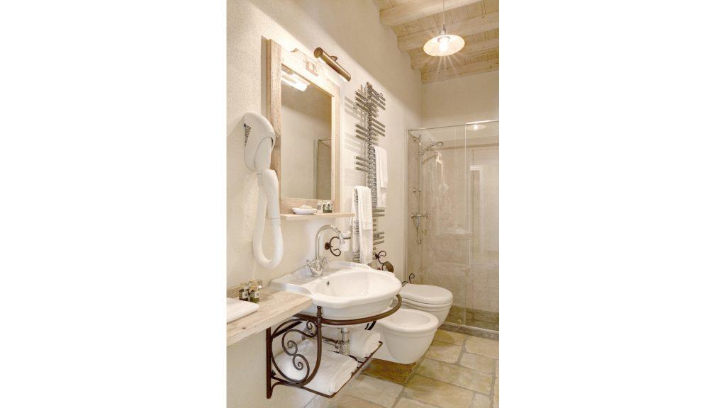 Camera arancio hotel pietrasanta versilia olimagio - Televisione in camera da letto si o no ...